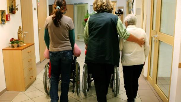 Zeitarbeiter zu Altenpflegern