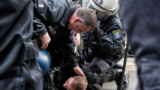 Polizei ermittelt nach Randale in Frankfurt
