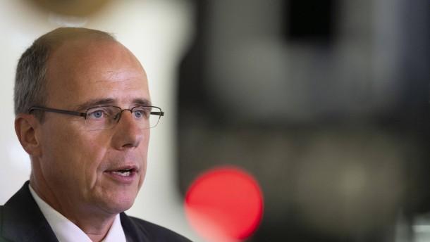 """Beuth nennt Tritte gegen Festgenommenen """"völlig inakzeptabel"""""""