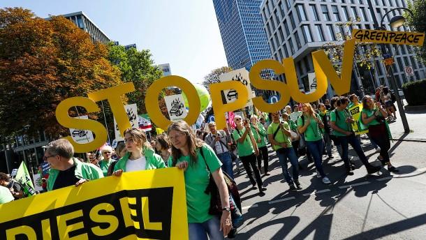Zu Fuß und auf dem Rad: Proteste gegen IAA laufen