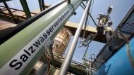 In diesem Fall ab in den Tankwagen, anderswo ab in den Boden: Entsorgung von Salzlauge aus Kaliwerk Neuhof-Ellers