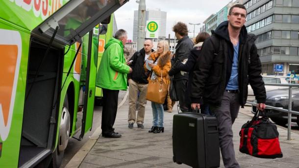 Liberalisierung der Busverbindungen - Zum neuen Jahr werden vom Frankfurter Hauptbahnhof Fahrten in verschiedene Städte von privaten Busunternehmen angeboten.