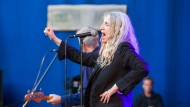 People Have The Power: Mag Patti Smith auch manchmal nur routiniert ihr Programm absolvieren, so hat die inzwischen 69 Jahre alte Sängerin doch nichts von ihrem Charisma verloren.