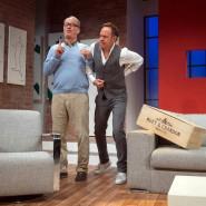 """Mit Moet & Chandon an der Seite: Tom Gerhardt und Moritz Lindbergh in """"Dinner für Spinner"""" in der Frankfurter Komödie"""