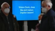 """Stichhaltig: Gruß an all jene, die das Impfzentrum bei Gießen verlassen. Für Bouffier """"ein Ort, wo Hoffnung realisiert wird"""""""
