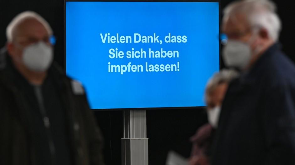 Stichhaltig: Gruß an all jene, die das Impfzentrum bei Gießen verlassen. Für Bouffier ein Ort, wo Hoffnung realisiert wird