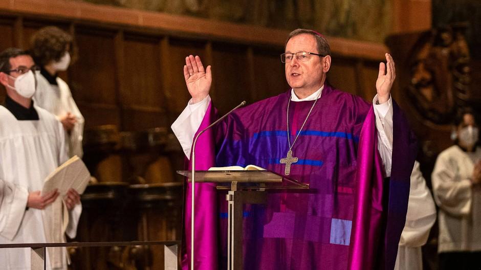 Predigt: Limburger Bischof Bätzing während des Gottesdienstes im Frankfurter Dom