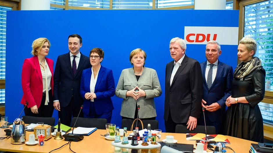 Wie weiter mit der CDU? Diese Frage beschäftigt auch den von Volker Bouffier (Dritter von rechts) geführten Landesverband Hessen