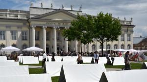 """Occupy errichtet """"machtkritisches Kunstwerk"""""""