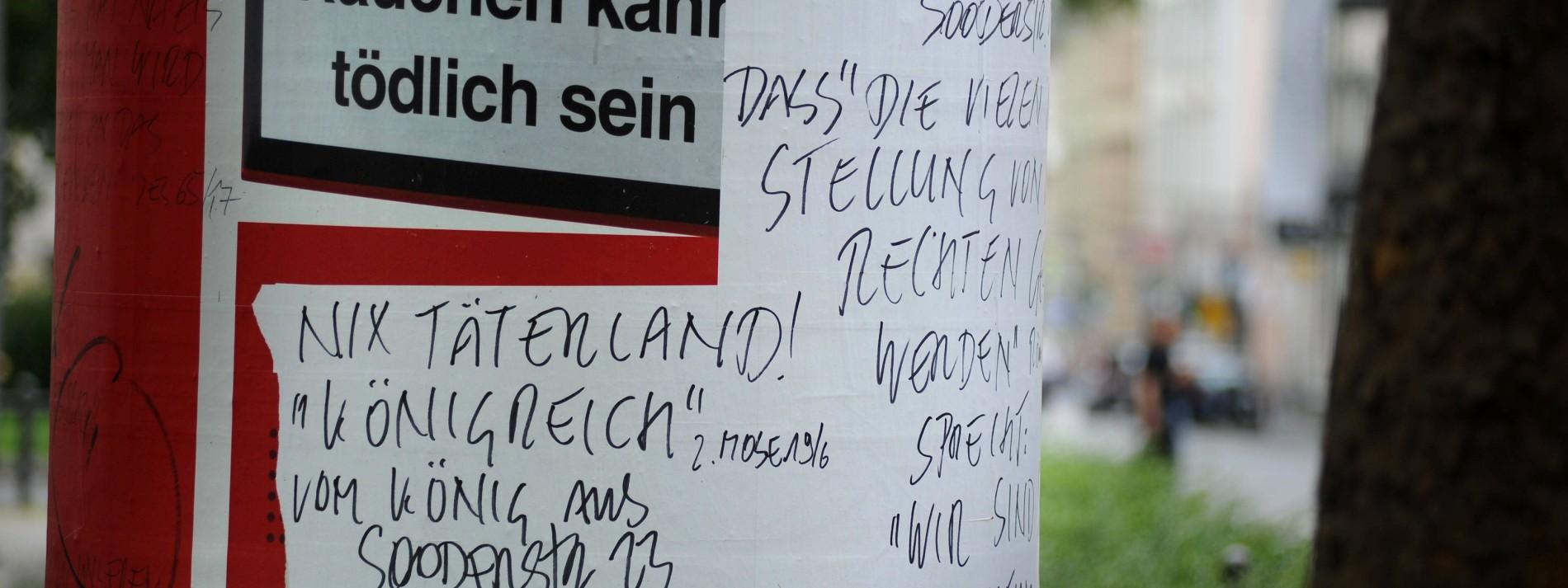 Bibelzitate In Der Stadt Wiesbadener Hält Sich Für Gott