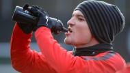 Von wegen volle Pulle! Aleksandar Ignjovski bleibt das Pech treu, er muss wieder mit dem Training aussetzen.