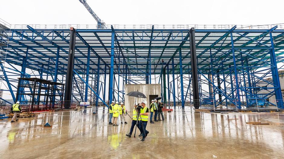 Sportlich: Das Dach des T3 wird mehrere Fußballfelder groß