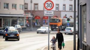 Tempolimit soll Lärm an Verkehrsachsen mindern