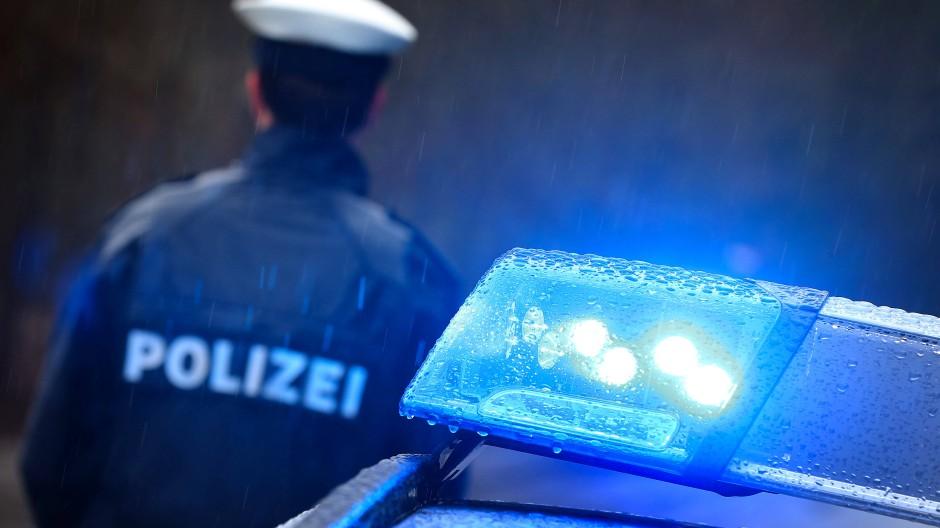 Unfälle halten die Polizei in Hessen auf Trab.