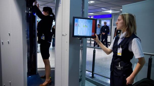 Körperscanner - Die Bundespolizei setzt ab heute Körperscanner am Frankfurter Flughafen ein.