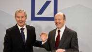 Lassen viele Fragen offen: Die Vorstandvorsitzenden Jürgen Fitschen (links) und John Cryan