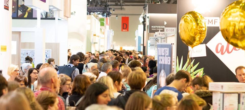 Auftrieb: So sah es auf der Frankfurter Buchmesse vor der Corona-Pandemie aus, hier eine Aufnahme von 2019