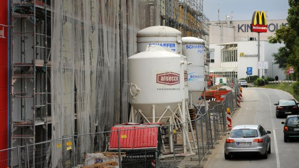 Main-Taunus-Zentrum - Baufortschritt auf der Baustelle des Einkaufszentrum in Sulzbach, wo im November Eröffnung sein soll.