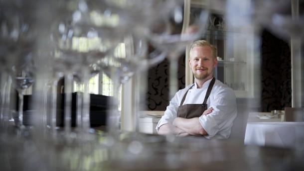 Gourmetvision - Sternekoch Matthias Schmidt bereitet in der Villa Merton in Frankfurt ein Menü aus 7 Gängen für die Leser der Frankfurter Allgemeinen Zeitung zu.