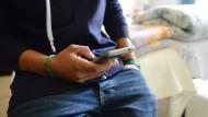 Eine mögliche Kostenfalle: der Handy-Vertrag