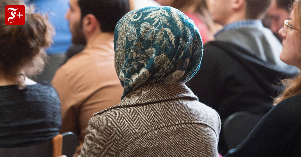 Muslimfeindlichkeit: Nicht nur auf das Kopftuch schauen