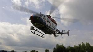 Polizei sucht Unfallfahrer mit Hubschraubern und Hunden
