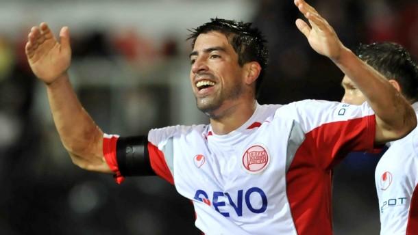 Der stolze Kapitän Da Costa sogar ein Torjäger