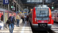 Nicht risikolos: Während eine S-Bahn in den Frankfurter Hauptbahnhof einfuhr, kam es zu einem Kurzschluss (Symbolbild)