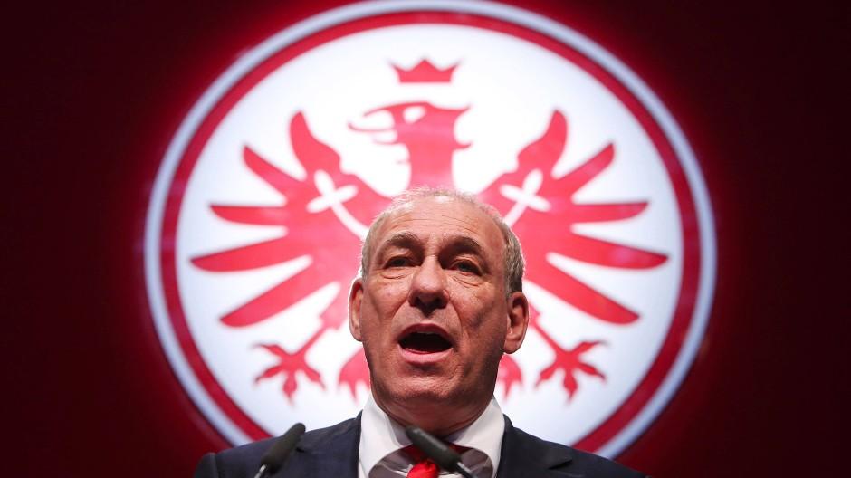 Im Zeichen des Adlers: Eintracht-Präsident Fischer ist ein Freund der klaren Ansprache - auch in Sachen AfD