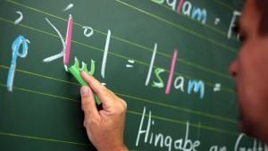 Urkunden für 16 Lehrer übergeben