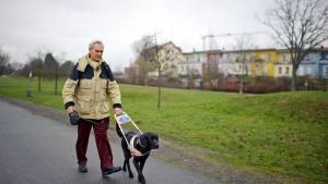 Wie bewältigt ein Blinder seinen Alltag? Portrait des blinden Rentners Kurt Steffenhagen