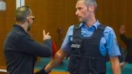 Aus Syrien zurück nach Hessen und nun in Frankfurt vor Gericht: Abdelkarim E. (links), mutmaßlicher Leichenschänder und Kämpfer