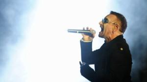 U2 im Stadion, Alain Delon beim Opernball