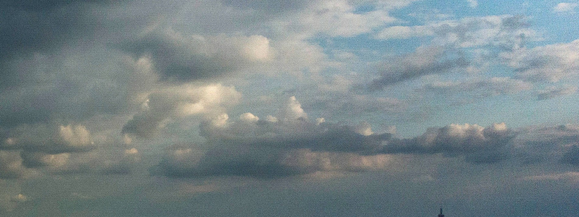 Schauer und dichte Wolken zum Mai-Feiertag