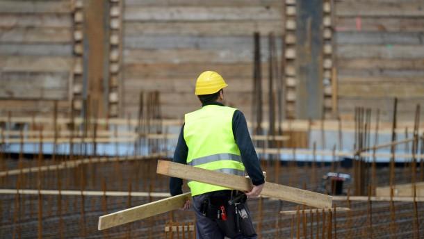 Feldmann besucht protestierende Bauarbeiter