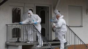 Sechs Verdächtige nach tödlichem Überfall auf der Flucht