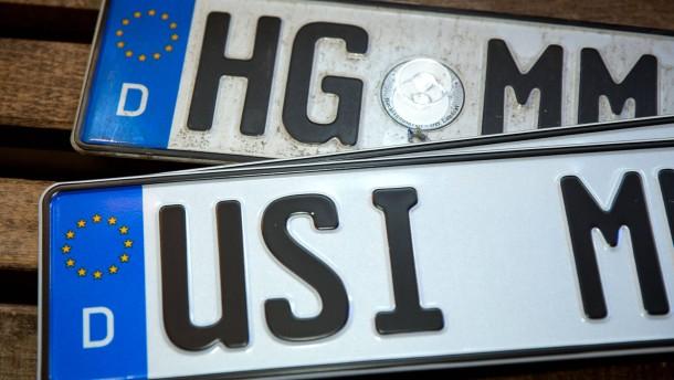 Bald zehn alte Auto-Kennzeichen reaktiviert