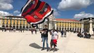 Zuversicht: Eintracht-Fans in Lissabon