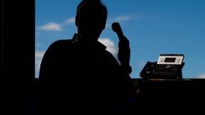 Falsche Polizeibeamte ergaunern Tausende Euro