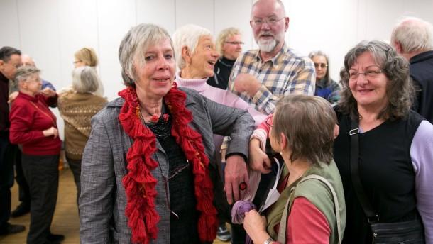 """Flirtkurs für Senioren - Claudia Hohmann und Werner Szeimis von pro Familia zeigen älteren Menschen, wie sie auf Andere zugehen können. Die Veranstaltung ist Teil der Reihe """"Gesundheit im Alter -den Jahren mehr Leben geben"""""""