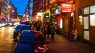 Frankfurter Rotlichtviertel: Elbestraße bei Nacht