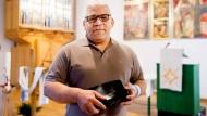 Bibelfest: Farhad Mostaschari in der Kirche der Wiesbadener Auferstehungsgemeinde. Er ist 1995 aus Iran geflohen und bereitet Flüchtlinge auf die Taufe vor.