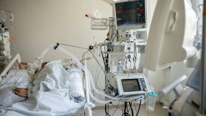 Deutlich mehr Covid-Patienten an Beatmungsgeräten
