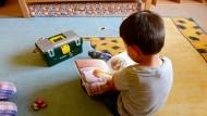 Neuanfang: Dieser Junge lebt in einem Heim, weil er bei seinem Eltern nicht mehr gut aufgehoben ist.