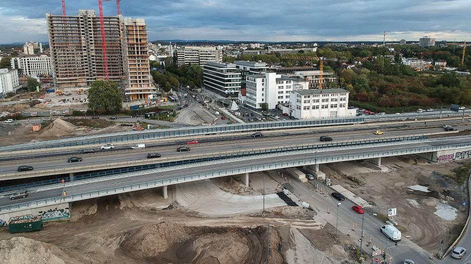 Schnell auf der Straße: Durch die umgestaltete Verkehrsführung am Kaiserlei bietet der Standort eine direkte Autobahnanbindung.