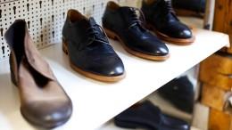 Mann stiehlt Schuh und will ihn umtauschen