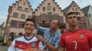 Mesut und Cristiano auf dem Römerberg