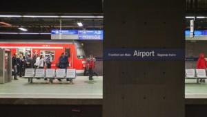 Mit betagten Zügen zum Flughafen