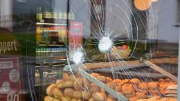 Von Polizei erschossener Randalierer von vier Kugeln getroffen