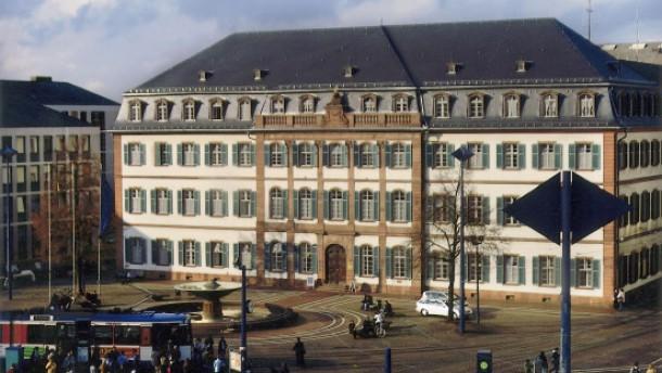Darmstadts Kämmerer zieht Haushaltsentwurf zurück